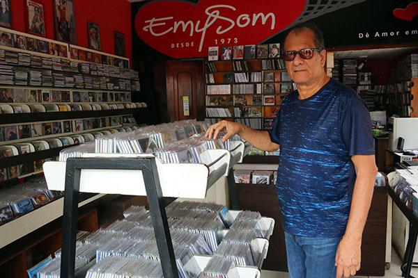 Na esquina da av. Princesa Isabel e General Osório, Marcínio Dias mantém sua loja de discos e gravações, há 45 anos