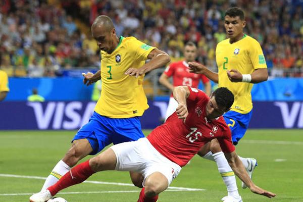 Resultado de imagem para Fifa revela áudio do VAR no gol da Suíça contra o Brasil: 'Empurrão muito leve'