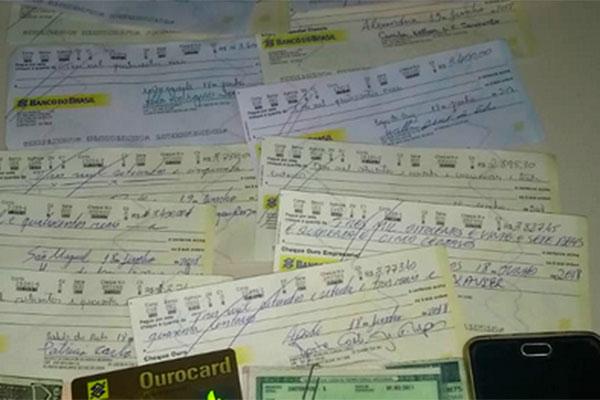 Criminoso estava com diversos cheques fraudados
