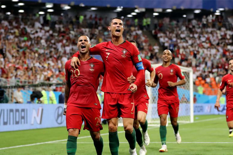 Quaresma abriu o placar e comemorou bastante. Gol de Quaresma foi decisivo  para classificação de Portugal ... 81cee3bc3e1bc