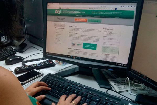 O Fies concede financiamento a estudantes em cursos superiores não gratuitos, com avaliação positiva nos processos conduzidos pelo MEC. Atualmente, 2,7 milhões de estudantes são beneficiados