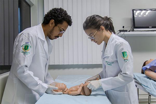 Na Escola Multicampi de Ciências Médicas alunos são formados com nova metodologia de ensino