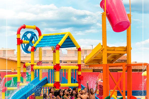 Parque infantil com muita cor e diversão