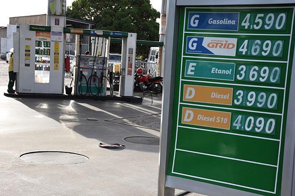Combustíveis pesaram no bolso do cidadão brasileiro em junho; gasolina aumentou 5% no mês