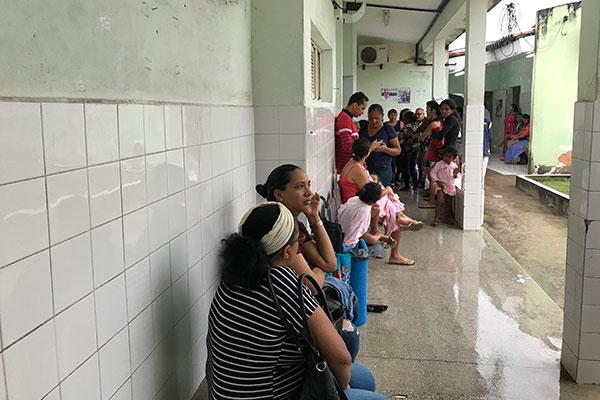 Na Unidade Mista de Mãe Luiza, o PA só tem médico a partir das 13h. Pacientes que procuram a unidade pela manhã têm que esperar