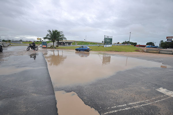 Trecho que dá acesso a novo viaduto na Redinha ficou alagado