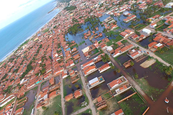 Mais de duzentas pessoas tiveram que abandonas suas casa após alagamento no município