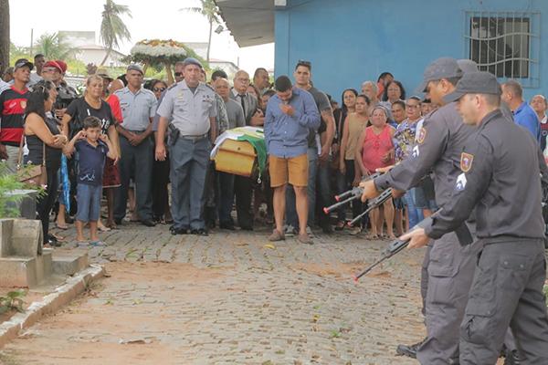 Enterro do policial Jailson Cipriano da Silva: PM foi assassinado após tentativa de assalto em Extremoz