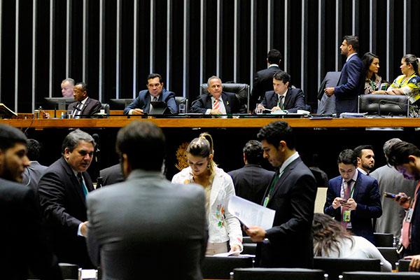 Entidades representativas dos caminhoneiros pressionaram parlamentares para votar projeto