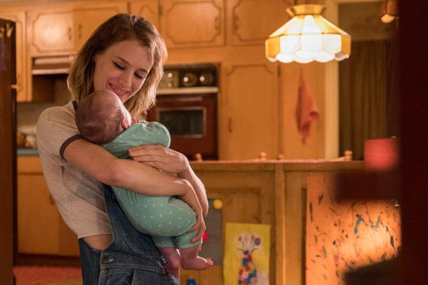 Só que surge uma forte relação de amizade entre babá e a mãe