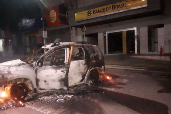 Durante a fuga, o grupo queimou um dos veículos utilizados na ação