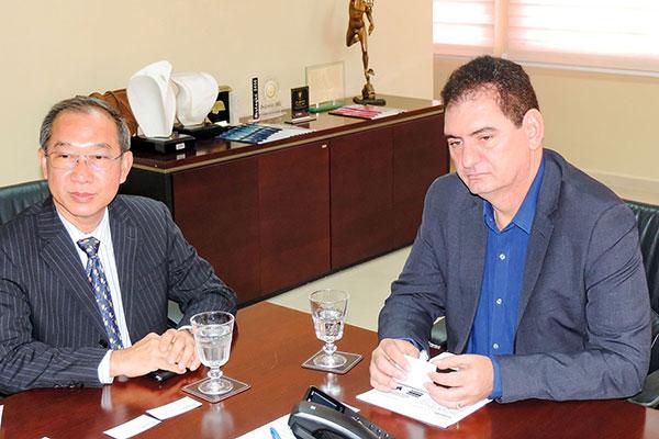 Diplomata cumpre extensa agenda de visitas e negócios no RN