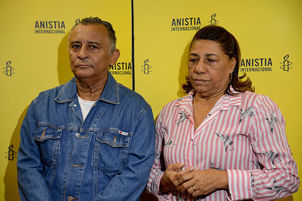 Pais da vereadora Marielle Franco, morta em março com o motorista Anderson, cobraram respostas