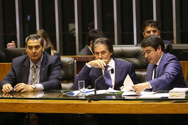 Congressistas articularam votações e projetos foram aprovados na Câmara e Senado no mesmo dia