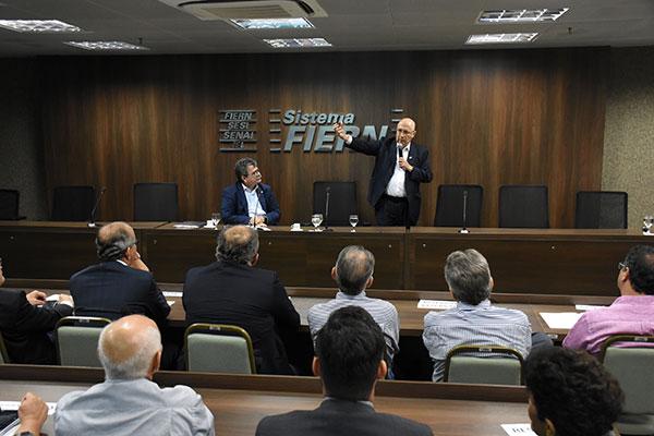 Henrique Meirelles defende um programa de desestatização e autonomia do Banco Central