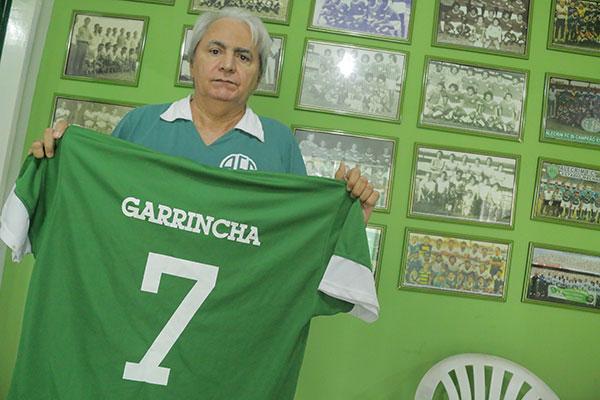 Normando guarda camisa 7 que Garrincha vestiu pelo Alecrim