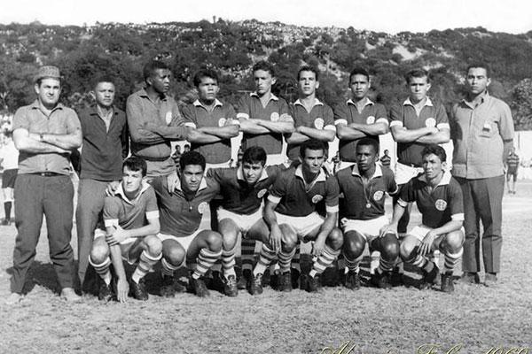 Time base que conquistou o campeonato estadual em 1968: no ano do título potiguar invicto, Alecrim recebeu Garrincha e venceu time uruguaio em partida no JL