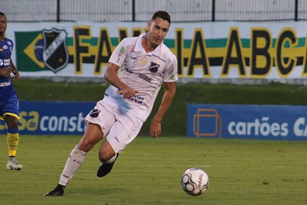 Higor Leite voltou a se destacar tanto com gol como dando assistência aos companheiros em campo