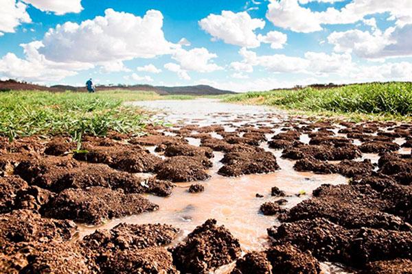 Falta de chuvas compromete vazão d´agua na porção alta da Bacia do Rio São Francisco, próxima a usina hidrelétrica em Minas