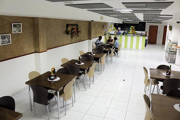 Ambiente do salão é moderno, clean e agradável, comportando até 60 pessoas