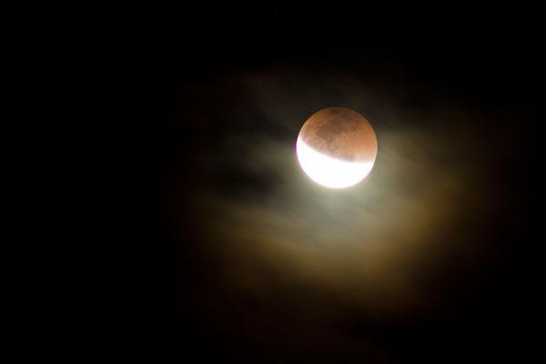 De um ponto no Alecrim, o fotógrafo e publicitário Clodoaldo Damasceno conseguiu fazer um registro do eclipse já em sua fase parcial