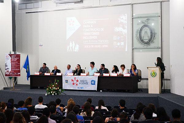 Debate foca o espaço público e violência; projetos estruturantes e exclusão socioespacial; mobilidade urbana e conflitos socioambientais