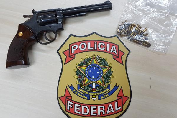 Homem de 34 anos tentou embarcar com revólver calibre 22 na bagagem, mas aparelho de raio-x detectou a arma na mala
