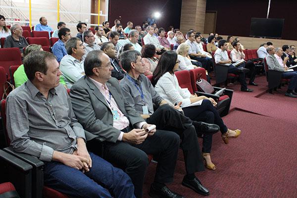 Representantes dos partidos políticos participam de reunião no Tribunal Regional Eleitoral