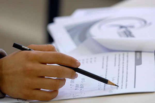 Bolsas para mestrados, doutorados e pós-doutorados serão suspensas