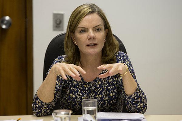 Gleisi Hoffmann consultou Lula sobre a escolha do PT