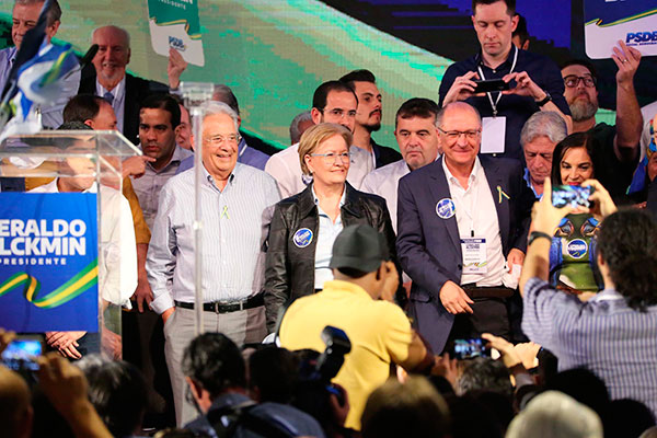 Ao lado de Fernando Henrique Cardoso, Geraldo Alckmin participou da convenção que confirmou o ex-governador de São Paulo como candidato à Presidência