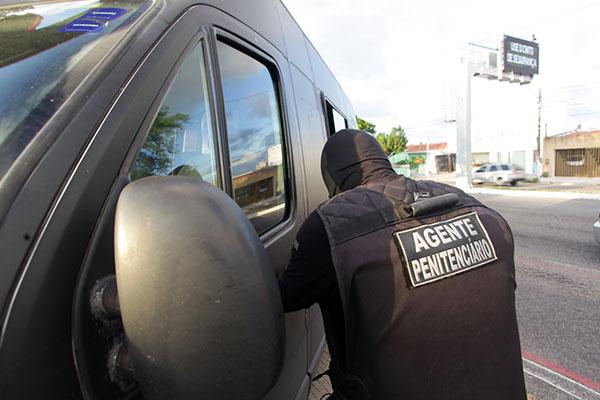 Agentes penitenciários ouvidos pela reportagem apontam dificuldades de lidar com o regime de trabalho e a pressão como motivo para desistências