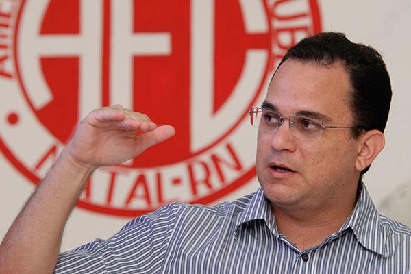 Engenheiro responsável pela construção, Francisco Sobrinho, deseja acelerar os trabalhos na arena