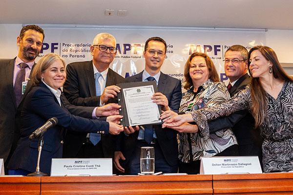 Cerimônia de devolução dos recursos foi acompanhada pelo presidente da Petrobras, Ivan Monteiro, e procuradores do MPF e PGR