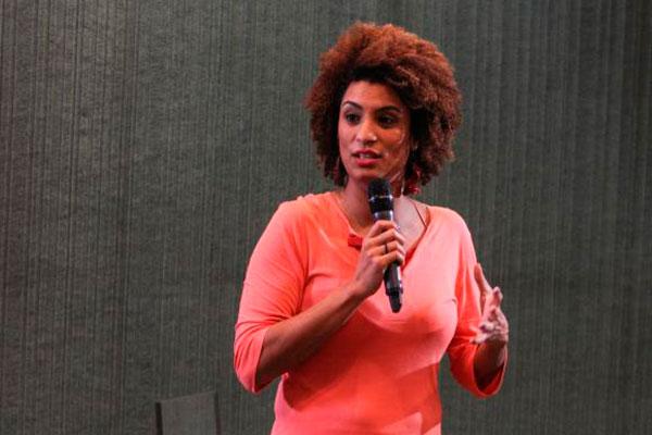 """Marielle Franco e o motorista, Anderson Gomes, foram assassinados em março; Jungmann fala em motivos """"políticos"""" nas mortes"""