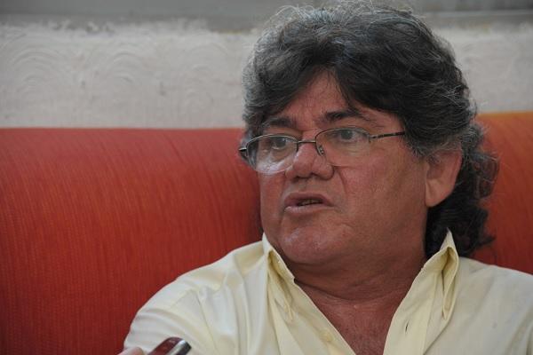O radialista e ex-apresentador de TV, Jota Gomes, segue hospitalizado no Hospital Onofre Lopes