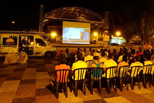 Projeto cinesolar exibe filmes com uso de energia solar for Oficina de infiltrados serie filmaffinity
