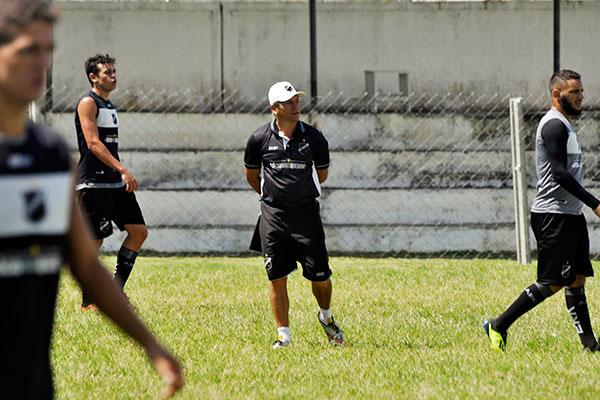 Trabalho nas bases do ABC, coordenado por Gilmar Oliveira, rendeu lucro ao clube na venda direta