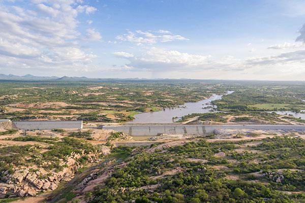 A Barragem de Oiticica beneficiará 350 mil pessoas em 17 municípios do RN e poderá armazenar 566 milhões de metros cúbicos