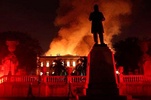 Incêndio no Museu Nacional, no Rio de Janeiro, no último domingo, põe em questão estrutura e segurança de museus e prédios de instituições culturais em todo o País