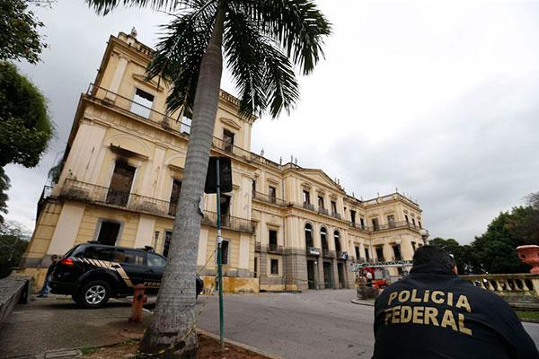 Incêndio que destruiu o Museu Nacional aconteceu na noite de domingo