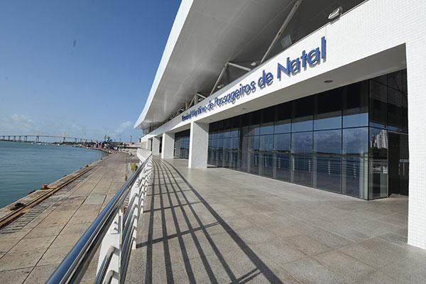 Construído de frente para o rio Potengi, Terminal Marítimo possui dois pavimentos internos, o Mirante e a faixa do cais. Enquanto licitação para arrendamento não sai, espaço é locado para eventos