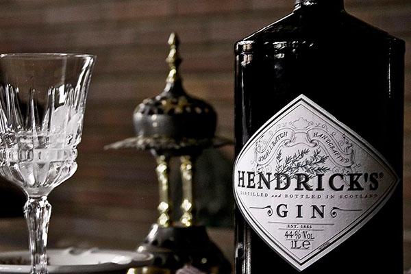 O elegante e perfumado Hendrick's é uma das melhores marcas de gim