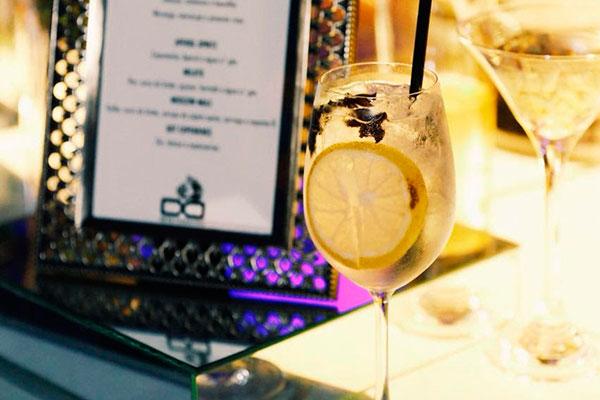 Gim Fashion é um dos drinques criados pela Oito Coquetéis