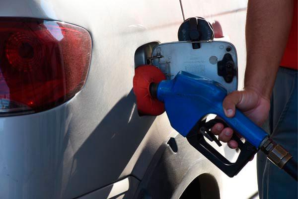 Em alguns postos de combustíveis de Natal, custo do litro da gasolina aditivada superou R$ 5,00