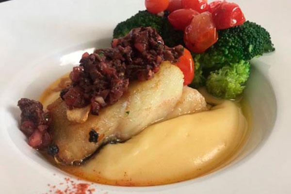 O menu para jantar do novo restaurante Kozmo tem criação do chef e consultor Arthur Coelho