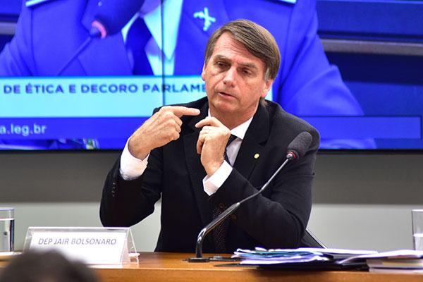 Bolsonaro teria 39% em 2º turno com o petista