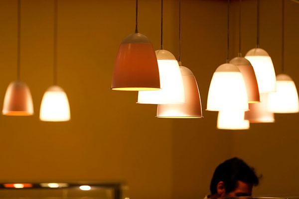 Brasileiros continuarão pagando R$ 5 por cada kilowatts-hora consumido na bandeira vermelha 2