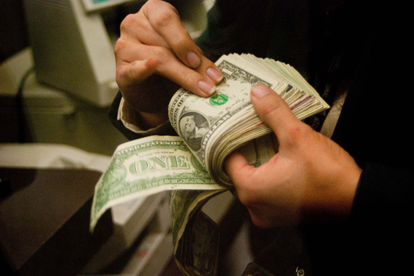 Dólar acumula alta de 24,8% de janeiro a agosto deste ano