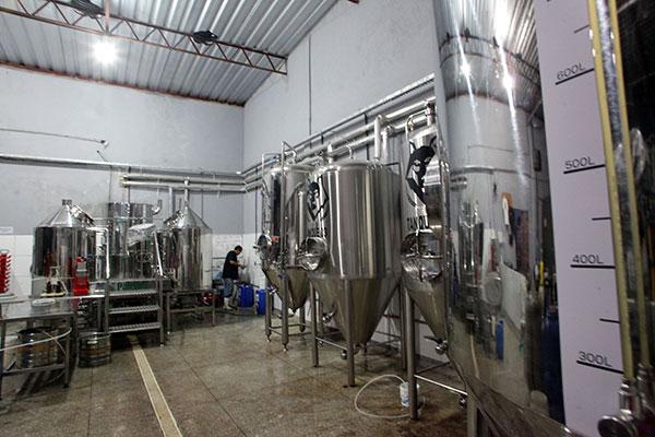 As cervejas são produzidas na fábrica de Candelária